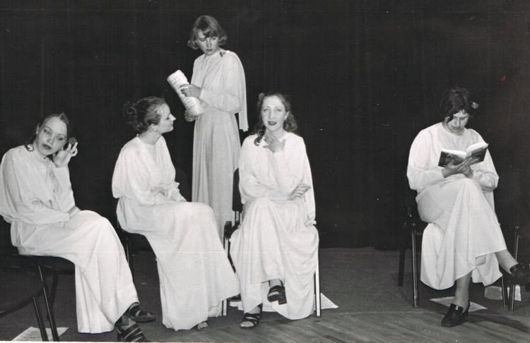 &(no kreisās) Dagnija Ludviga, Līga Jonova, Mārīte Liepiņa-Liepa, Elīna Kola, Ieva Peškova